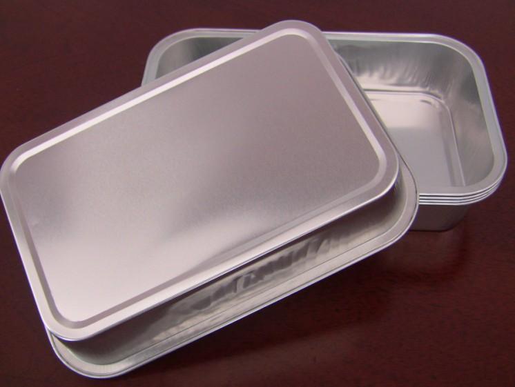 航空餐盒、飞机餐盒分为三种: 一、塑料盖和航空餐盒配对(塑料盖偏软,温度一高支撑力很低,而且有很大的异味); 二、纸盖和航空餐盒配对(纸盖不能加温); 三、铝箔盖和航空餐盒配对(可以加温,目前市场最流行); 根据顾客的喜好自由选择,铝箔碗和铝箔盖都是一次性使用,干净卫生、环保、不污染环境、易加温、易回收!用于一次性煮饭,外卖、打包用,煮饭时间快8-9分钟就可以出一锅!航空餐盒、飞机餐盒相对于目前市场上泡沫或可降解一次饭盒外形美观大方、档次高,深受顾客的青睐。 航空餐盒尺寸(生产厂家直接供货):上口外尺寸: