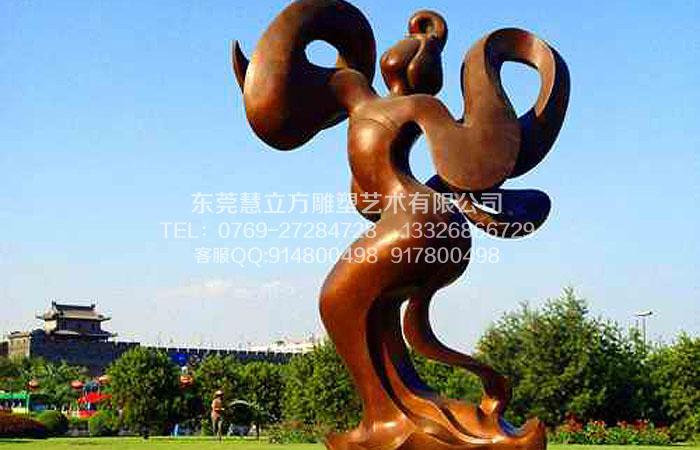 东莞市慧立方雕塑艺术有限公司是一家集开发、设计、施工于一体的专业从事大型雕塑、壁画、环境艺术工程的企业。占地面积6000平方米,拥有专业的设计师和雕塑专家,引进国外先进的铸造技术,开发了一系列的艺术性雕塑,并可根据客户的需要设计铸造各种规模的雕塑工艺品。多年来,慧立方雕塑各类作品数万件,遍布多个国家和地区,屡获殊荣。 慧立方雕塑以美术学院雕塑专业人才为依托,根据客户要求和环境特点,以及文化背景设计创作各类雕塑。承接城市雕塑、环境雕塑、校园雕塑、酒店雕塑、装饰雕塑、浮雕壁画及玻璃钢、砂岩等工程制作。造型精美
