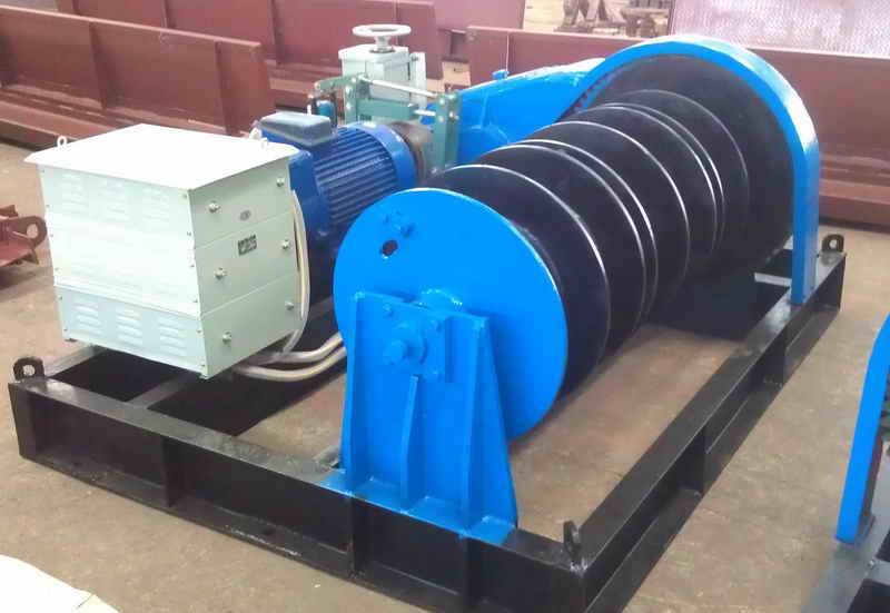 CCD/CMD系列电动葫芦是以常规CD/MD型电动葫芦经过改装设计而成, 其起升高度最大可达68米(CCD 5t), 并通过设计减少起升过程中钢丝绳抖动, 实现平稳起降. 电动葫芦卷扬机, 采用CD/MD/HC电动葫芦做为起升机构, 经过改装的, 安装在固定机架上, 具有很高扬程及良好的调速性能, 能实现垂直, 水平, 倾斜多个方向的提升, 拽引重物.