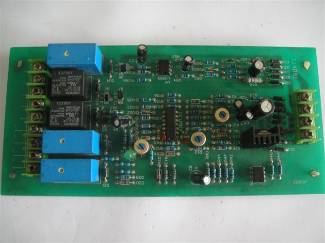 SVC-10KVA,SVC-8KVA,SVC-5KVA,SVC-3KVA,SVC-2KVA,SVC-1KVA,单相稳压器,SVC-0.5KVA单相稳压器是由接触式调压器,自动控制电路进行取样、放大、控制伺服电机带动转臂、电刷按所需方向转动,使输出电压调整到额定值而达到稳压目的。性能指标完全符合JB/T 10089标准。 该稳压电源具有外型美观大方、体积小、重量轻、自身功耗低、各种保护功能齐全、稳定可靠、输出波形失真小的特点。可广泛应用于工业生产、科学研究、医疗卫生、家用电器等电网电压波动大或电网电压季节变