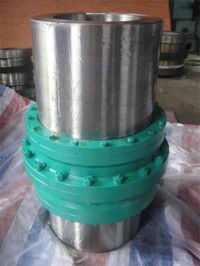 在国外先进的冶金轧钢成套设备中,鼓形齿式联轴器以结构合理