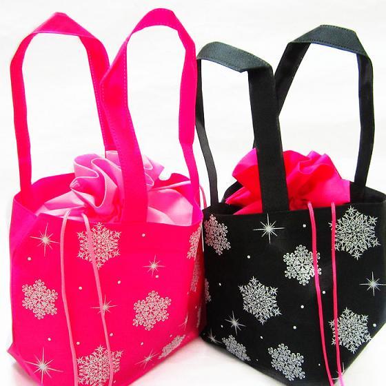 产品名称:情侣双拉抽绳便当袋 产品规格:依客定制 制作工艺:裁料、印刷、车缝。 材 料:无纺布 包装方式:依客定制 运输方式:送货 付款方式:商祺 打样费用:商祺 加工定制:是 包装层次:销售包装/终端包装 用 途:包装 规 格:定制 型 号:定制 颜 色:黄色,红色,黑色,粉红色