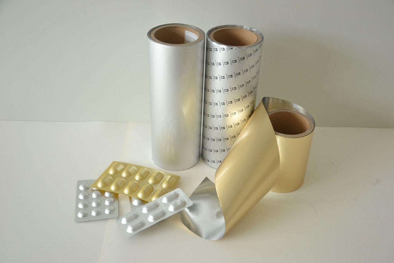 产品特性: 1、阻隔性:目前阻隔性能最好的药用硬片,几乎可以完全隔绝水蒸气、氧气、紫外线、保香性能甚佳。 2、与传统的PVC优势:每个泡罩都形成***的完全隔绝水蒸气、氧气、紫外线的单元,取出一板药片的部分内容物,对同一药板中其它完好包装的药品没有任何影响。 3、外观:简洁大方美观,是保健品药品包装的最佳方式。 与传统PVC对比的优点: 1、冷冲压成型铝可用于丸剂、片剂、粉剂、栓剂、胶囊及外敷等药品的包装,代替PVC使用。 2、冷冲压成型铝防潮、阻氧、避光,有优异的阻隔性,特别适合用来包装那些对潮气敏感的